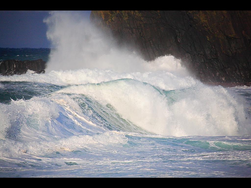 荒ぶる日本海の波とうねり 左クリックで冬の日本海... 壁紙サイズ Tweet 荒ぶる日本海の波