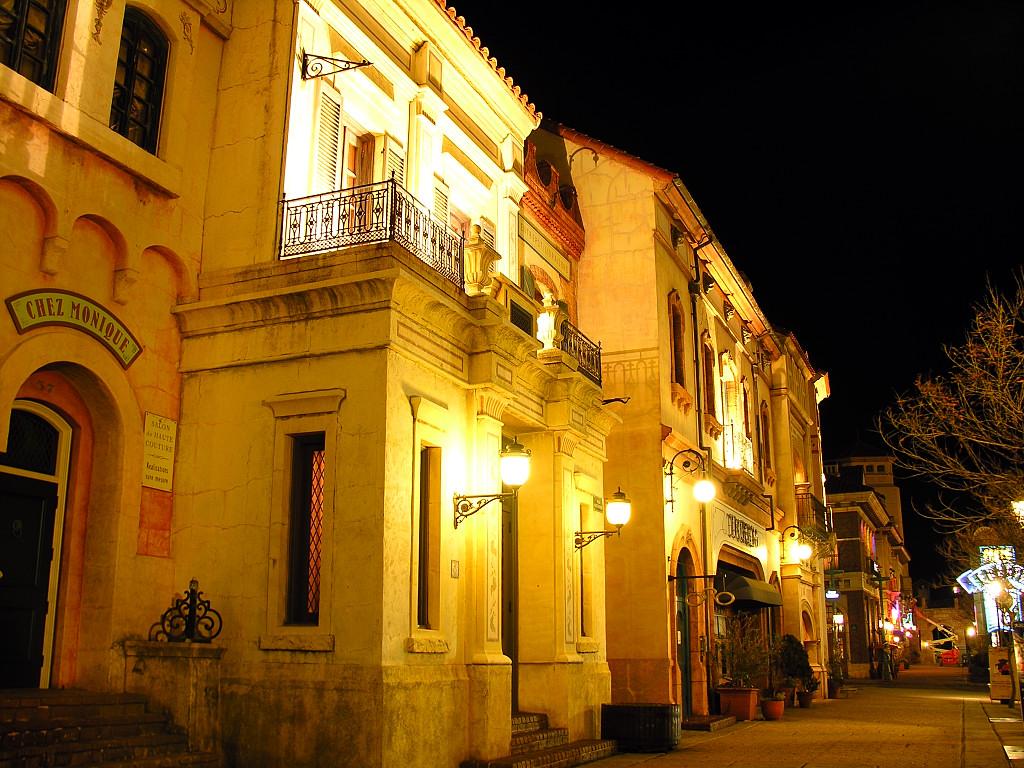 ポルトヨーロッパ・イコラストリートの街並みの夜景