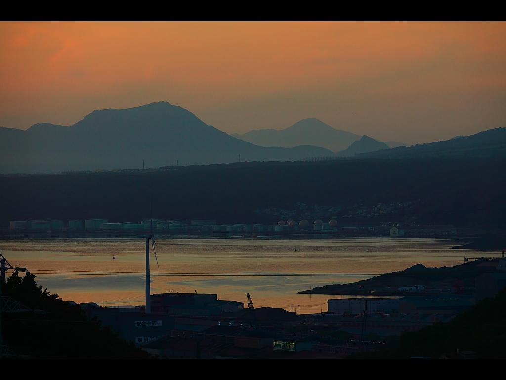 地球岬展望所からみる室蘭港 ...